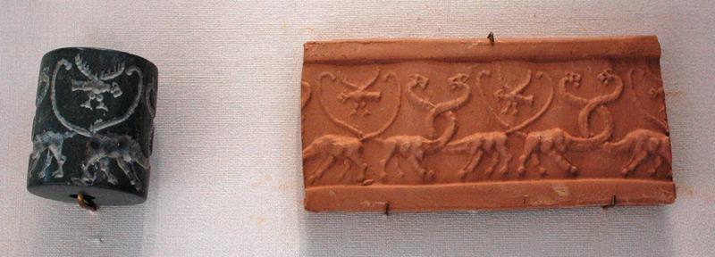 Snake dragons and lion dragons on a Sumerian cylinder seal (Uruk period around 3000 BC) Chr.)